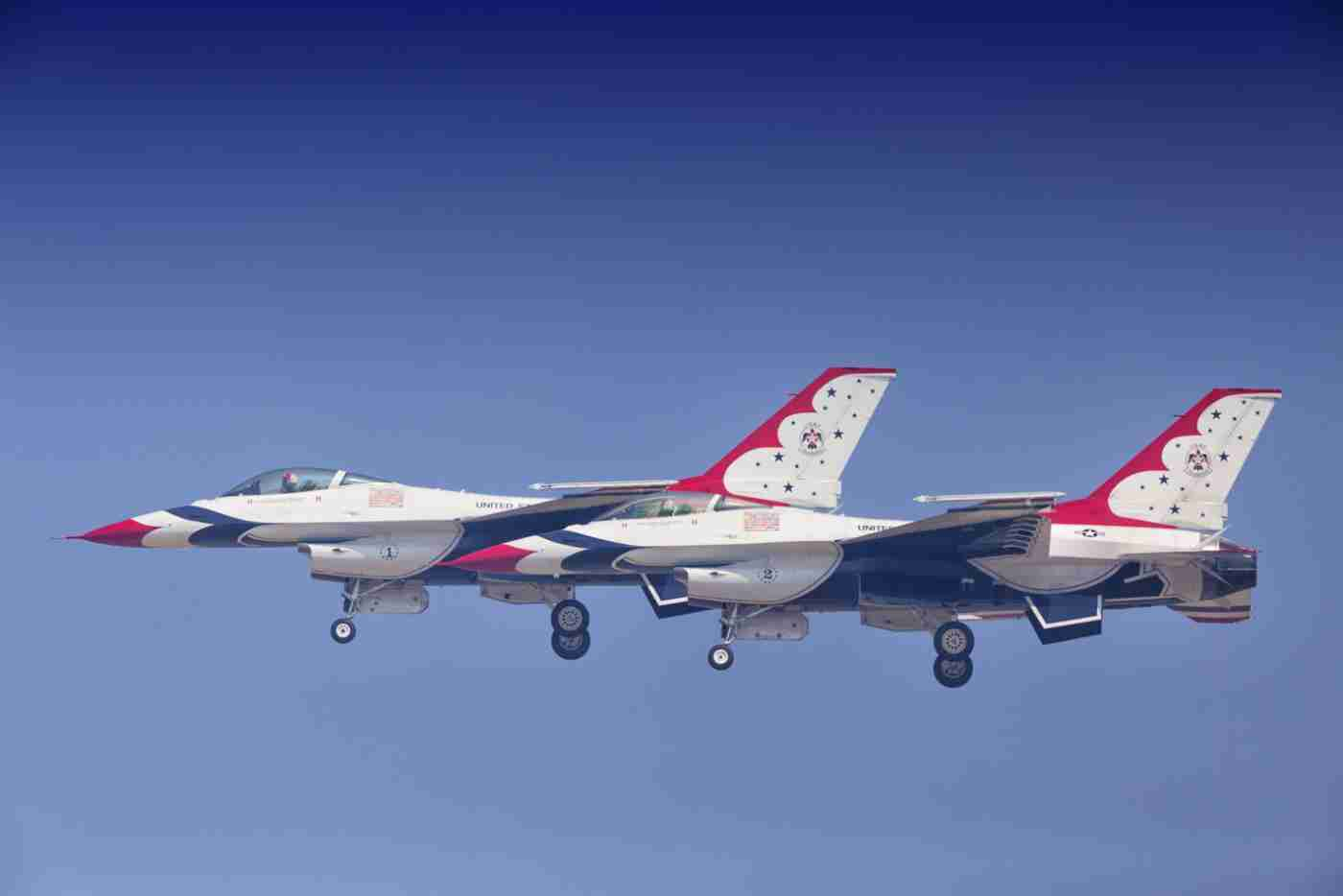 Air Force Thunderbird F-16s Flying Side-By-Side