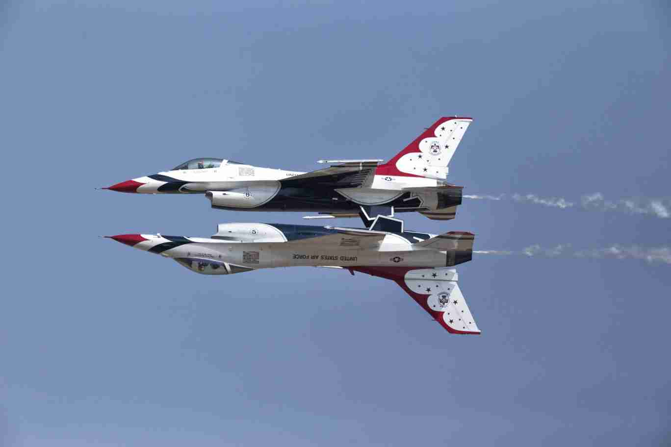 Air Force Thunderbird F-16s Reflection Pass Maneuver